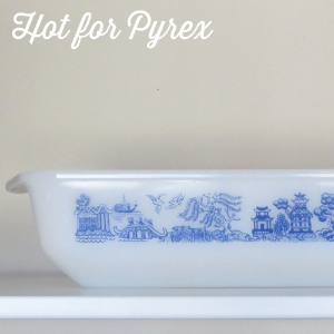 "1960s*Agee ""Willow"" -  This piece was produced in New Zealand and features a pattern similar to the JAJ Willow pattern."