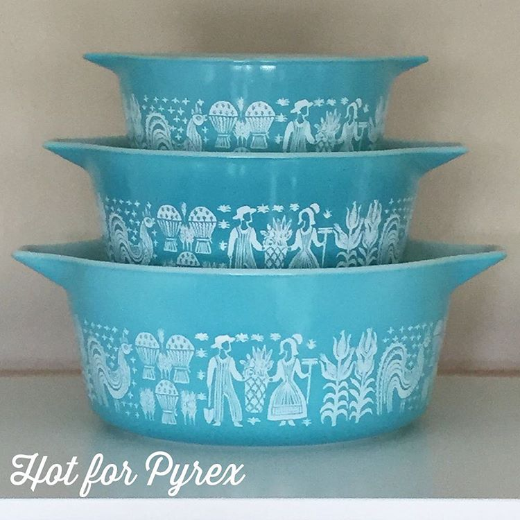 Day 85 of 100 - Which of these casseroles is rare (473, 474, or 475)?  If you said the 474, you are correct!  The 474 in this set is usually found in white with a turquoise pattern.  #pyrexpassion #pyrexlove #pyrex100 #100hfp #love #hotforpyrex #htfpyrex #pyrexlove #pyrexporn
