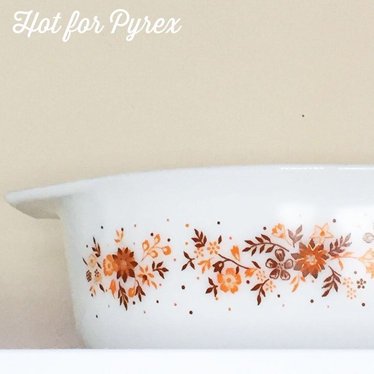 Day 78 of 100 - An unknown 045.  If you look closely, you can see where the brown and orange paint on the flowers overlaps.  This dish reminds me of fall and pumpkin everything.  #pyrex100 #pyrexpassion #hotforpyrex #htfpyrex #htfpyrex #pyrexlove #love #pyrexaddict #pyrexporn