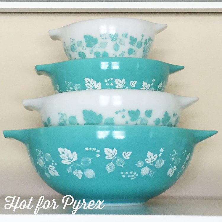 Day 77 of 100 - JAJ Turquoise Gooseberry Cinderella bowl set. While I ❤️ the American gooseberry variations, I have a special place in my heart for this turquoise version. #100hfp #love #pyrexia #pyrexaddict #pyrexporn #htfpyrex #hotforpyrex #pyrexpassion #pyrex100