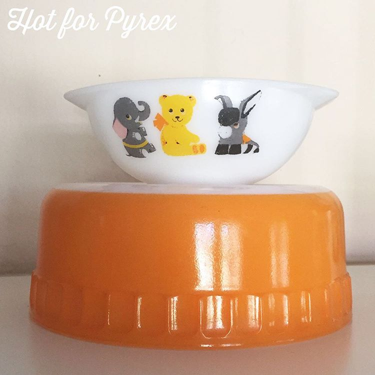 Day 73 of 100 - A little JAJ and Agee love! When I found this little JAJ bowl online it was billed as a kid's bowl. How cute are those little animals? The Agee soufflé dish was found in the wild. #pyrex100 #pyrexaddict #hotforpyrex #pyrexporn #rarepyrex #pyrexproblems #pyrexlove #love #pyrexpassion #htfpyrex #100hfp