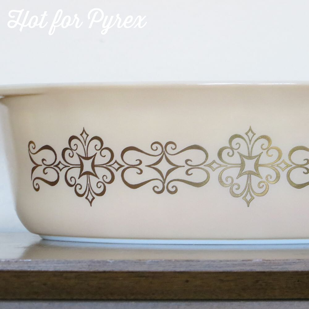 "Day 40 of 100 - This 045 seems to have kept under the rare pyrex radar.  Only a few have surfaced, but it hasn't made a lot of people's ""holy grail"" list.  #100hfp #hotforpyrex #pyrexaddict #vintagepyrex #pyrexlove #pyrexpassion #vintageglass #rarepyrex #love"