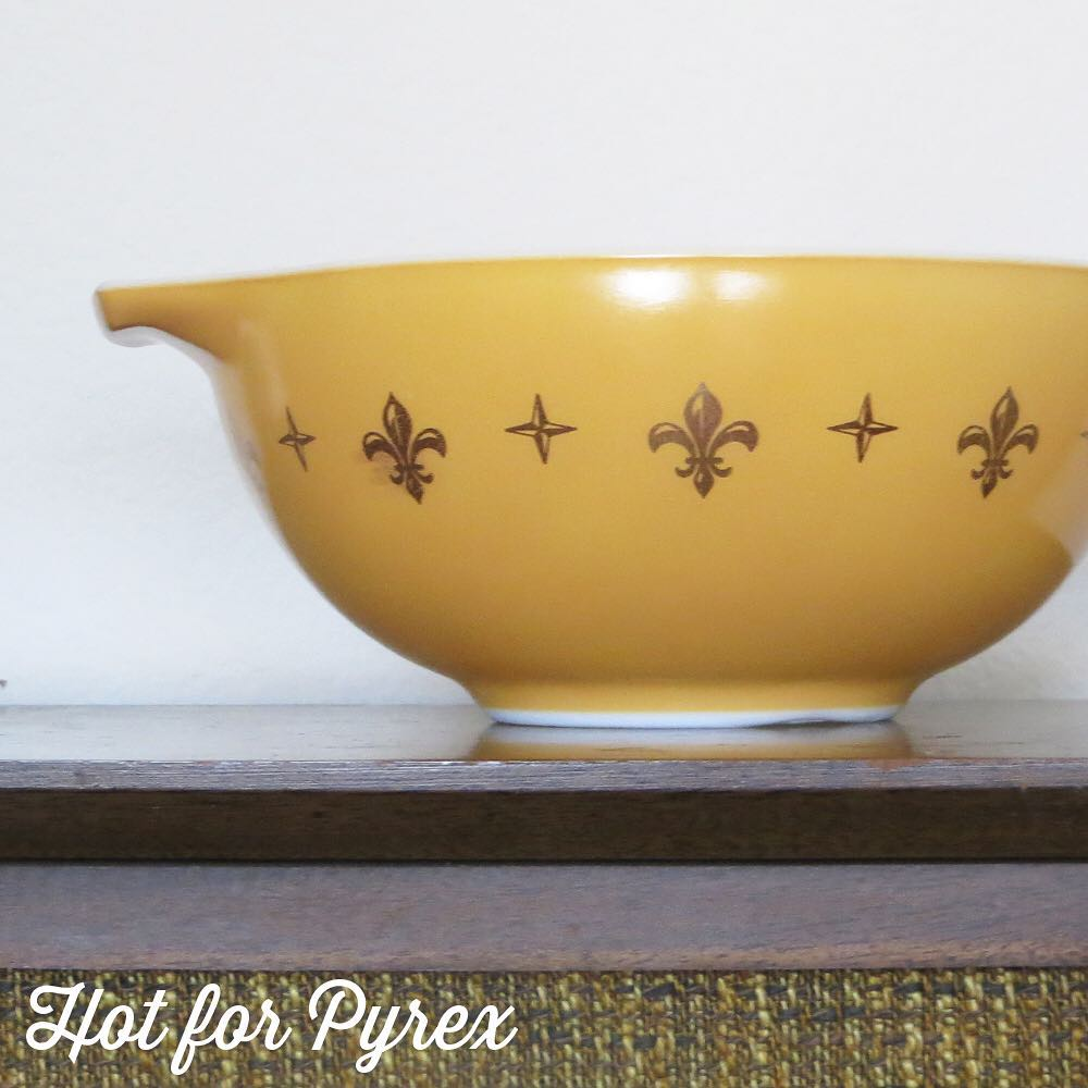 Day 33 of 100 - Fleur week continues with this mustard and gold 443. I love how the gold pops on the mustard background. #100hfp #hotforpyrex #pyrexaddict #vintagepyrex #rarepyrex #pyrexlove #pyrexpassion #love #vintageglass