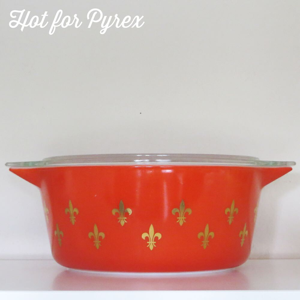 Day 30 of 100 - The flour de lis pattern is one that has been produced in many different colors and multiple shapes.  This red version may be my favorite - cherry red with shiny gold decoration. #pyrexaddict #100hfp #vintagepyrex #rarepyrex #pyrexlove #pyrexpassion #vintageglass #hotforpyrex #love