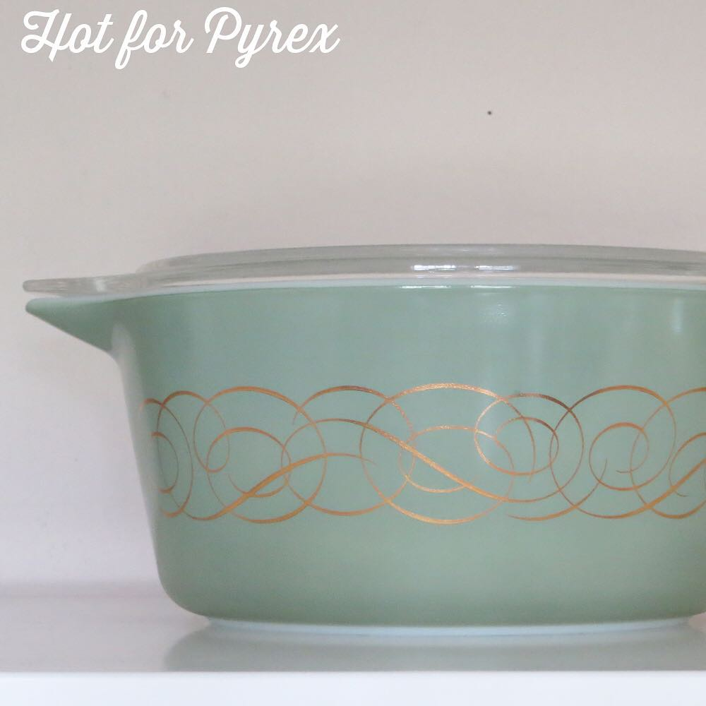 Day 28 of 100 - In honor of the amazing 024 green with gold scroll that just sold on eBay, here is a picture of another rare and hard to find variation of the same pattern. #100hfp #hotforpyrex #htfpyrex #pyrexaddict #vintagepyrex #love #rarepyrex #pyrexlove #cmog