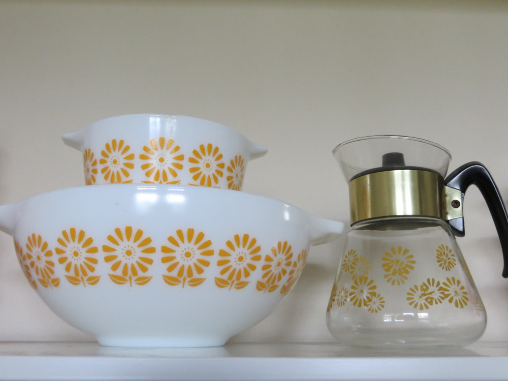 One of my all time favorite patterns is the golden sunflower found on these bowls.  Shapes found in this unusual pattern include 473, 475, 444, and 503.  Little is known about this pattern including when it is from and why there weren't more pieces produced in this set.  The clear sunflower carafe shares the same sunflower pattern (sans stem and leaves) and the design of the carafe is similar to those found in the mid 1960s.