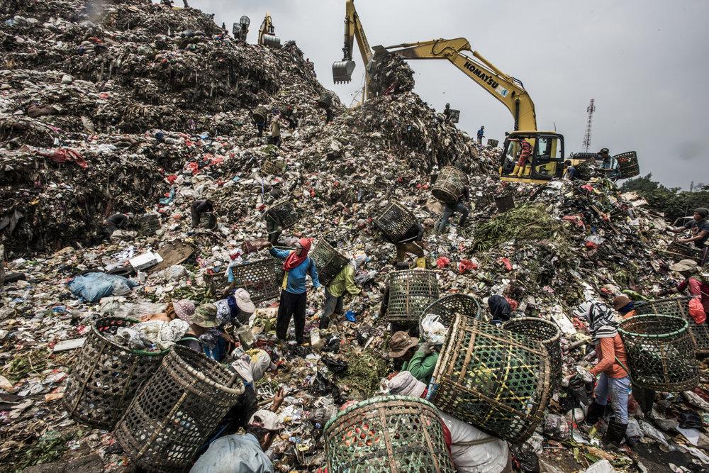 Bantar Gebang landfill dump, near Jakarta © Kadir van Lohuizen/NOOR