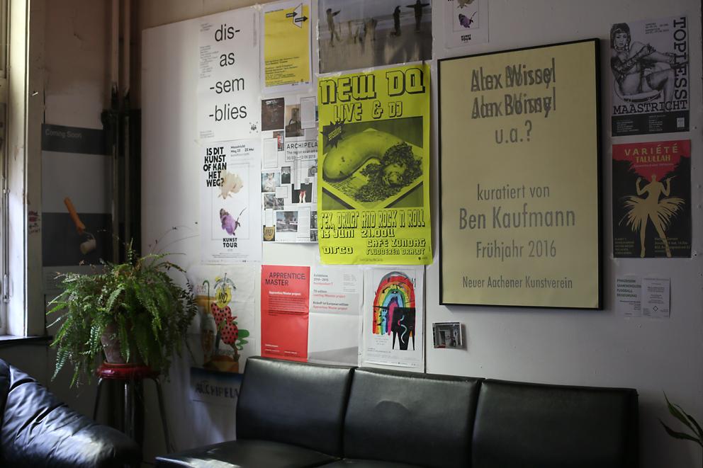 B32 - Topless - Alex Wissel&Jan Bonny, Installationsansicht 2015 (c) Foto Ben Kaufmann.jpg