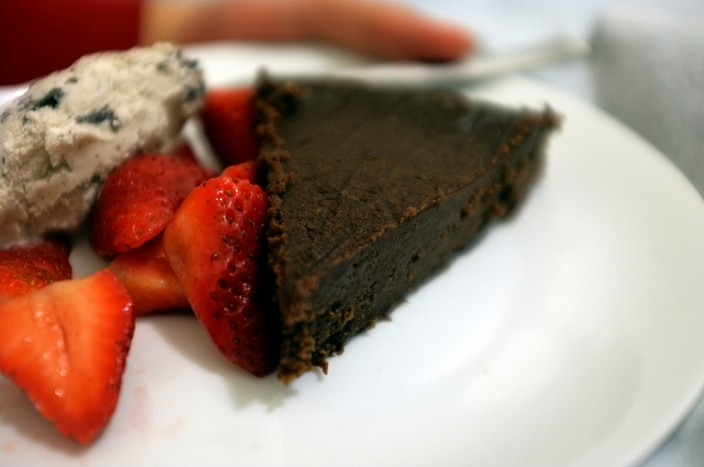 gluten-free chocolate cake_hillreeves.com