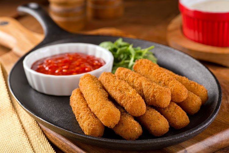 Easy Fried Mozzarella Sticks
