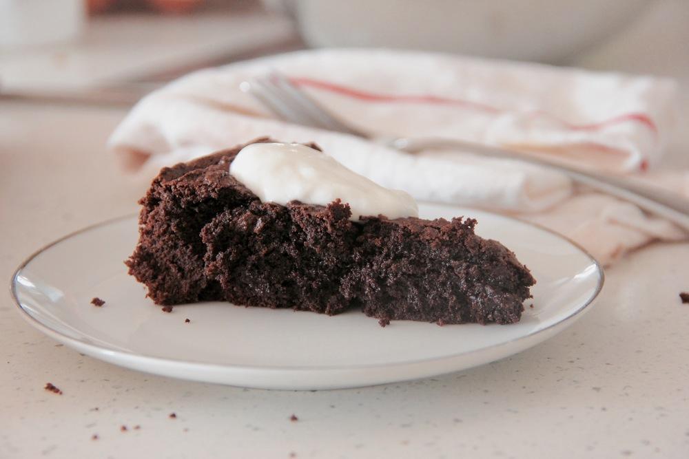 DAIRY-FREE SWEDISH CHOCOLATE CAKE (KLADDKAKA) - Hill Reeves