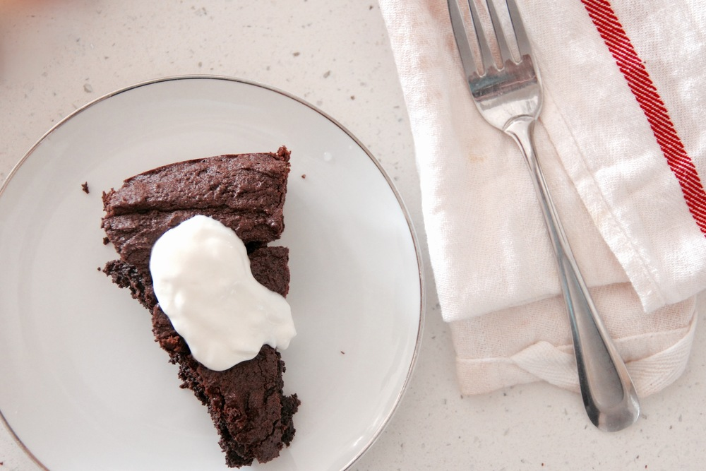 DAIRY-FREE SWEDISH CHOCOLATE CAKE (KLADDKAKA) - Hill Reeves