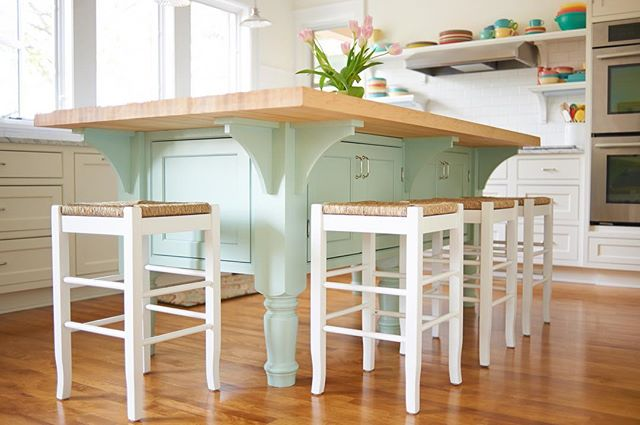 A fun custom island in a color that pops feels more like furniture than cabinetry.  More pancakes please!! ☕️🍳
