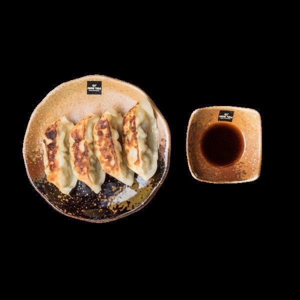 CHICKEN GYOZA - 5,50€ - Paistettuja Kana-Vihannes Nyyttejä & Japanilaista Seesamikastiketta.* (G), (M)