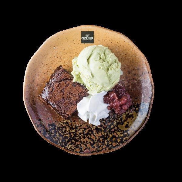 MATCHA ICE CREAM - 5,50€ - Vihreätee Jäätelö, Mutakakkua, Makeaa Punapapua ja Kermavaahtoa.* (G), (MA)