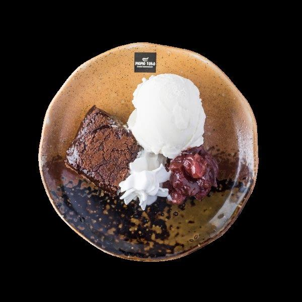 COCONUT ICE CREAM - 5,50€ - Kookos Jäätelö, Mutakakkua, Makeaa Punapapua &Kermavaahtoa.* (G), (MA)