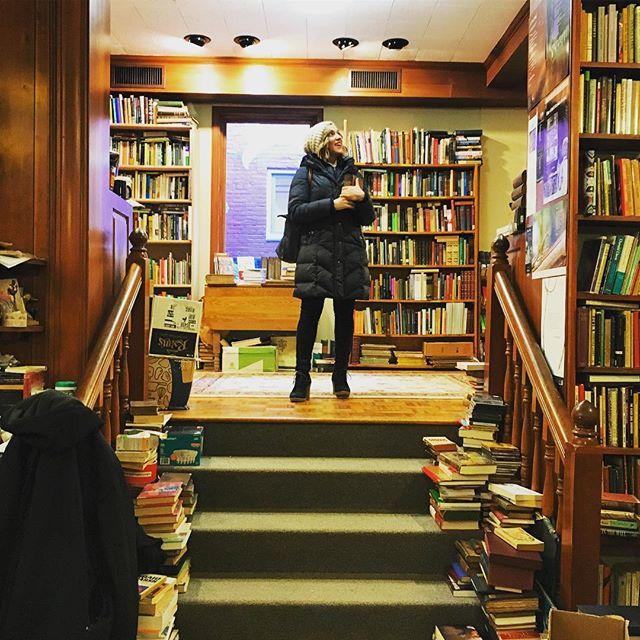 I resolve.📚🎶 . . . . #readmorebooks #readanything #lessismore #bookshop #bookstagram #bookface #atriptothelibrary #vintagebooks #keeplearning