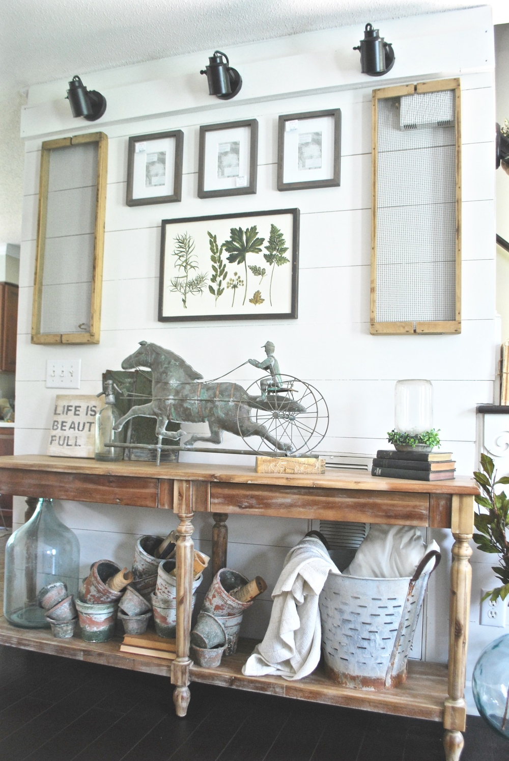 PlumPrettyDecorandDesignFarmhouseGalleryWall