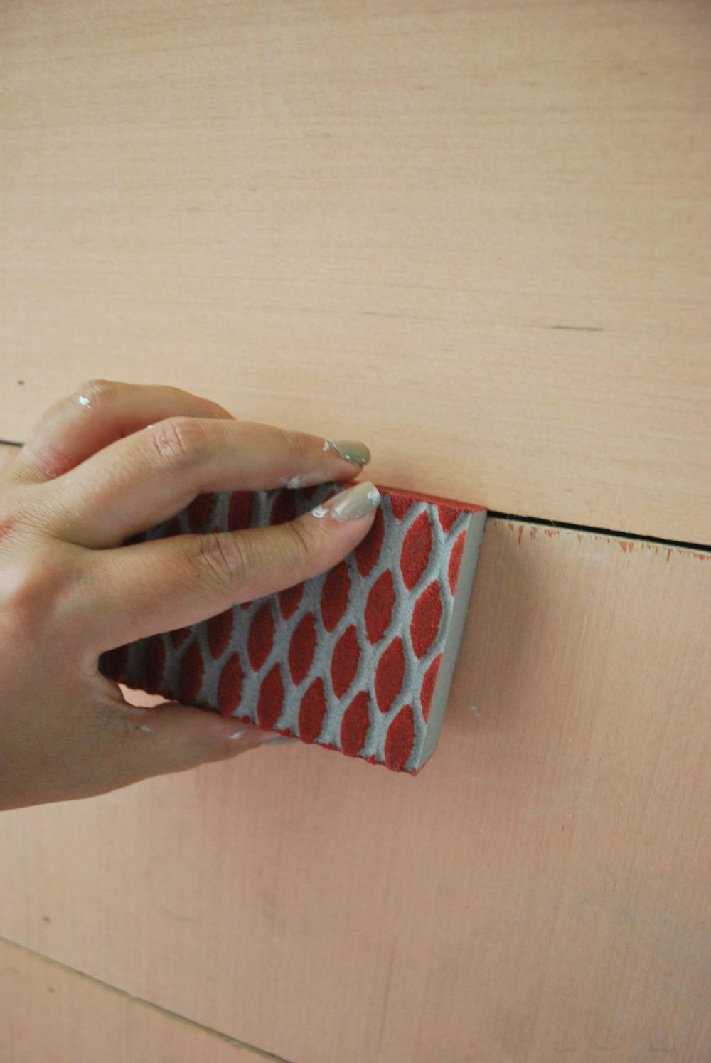 DIY Faux Shiplap Sanding 3M Sandling Block