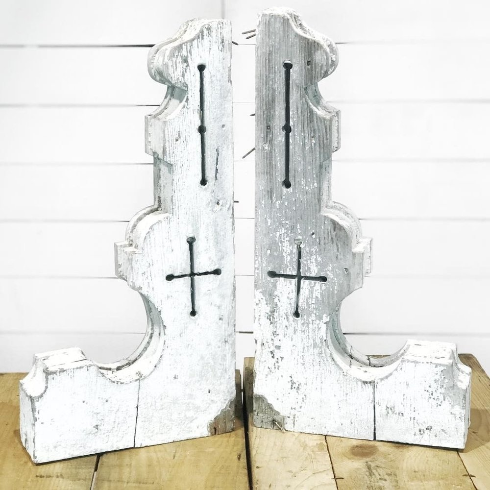 Win these amazing white chippy corbels!! The Ultimate Chippy Giveaway.