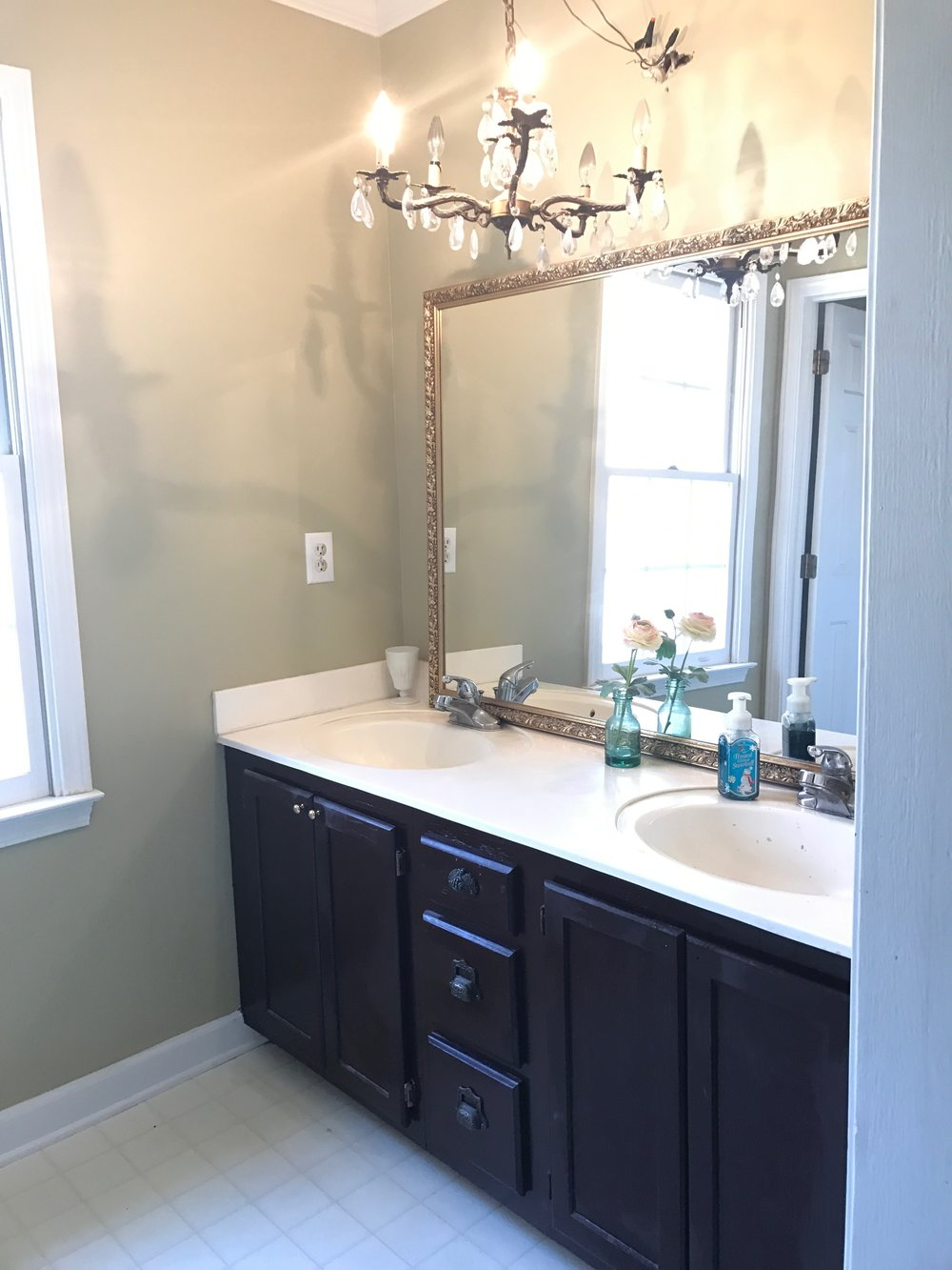 Weekend Budget Friendly Bathroom Makeover- Before Pictures