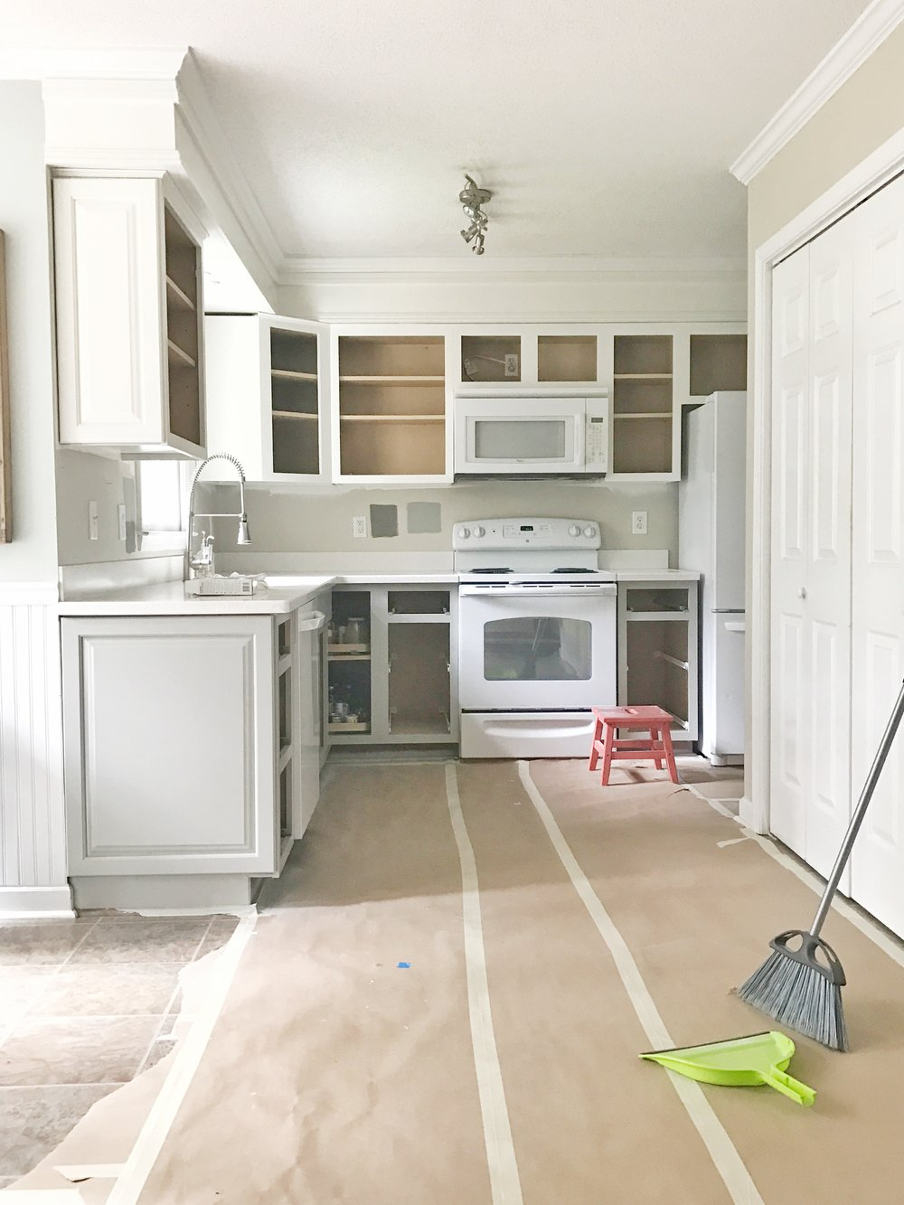 Painted_Kitchen_Cabinets_Sprayer_Bases_White_Gray.JPG