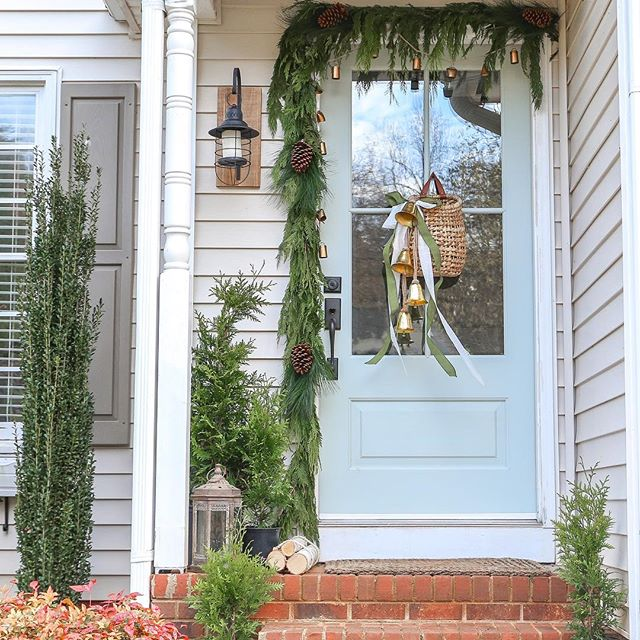 Our Christmas front porch! 🌲 Even though I got poison ivy all over my hands from the garland it was so worth it. This is the first year I've been excited about decorating our tinie winie front porch and I owe it all to our @simpsondoorco door. She completely steals the show. Christmas is totally her look! Don't you think!? . . . #christmasdecor#christmasfrontporch#christmasfrontdoor#bhghome#bhgcelebrate#housebeautiful#thecottagejournal#christmasgreenery#frontdoordecor#simpsondoor#paintedfrontdoor#farmhousestyle#housebeautifulhome#homeinspo#christmasbells