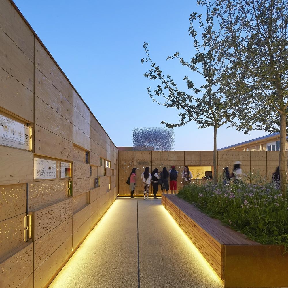 UK+Pavilion+Swarm+Wall,+courtesy+of+UKTI+-+LESS+PINK.jpg