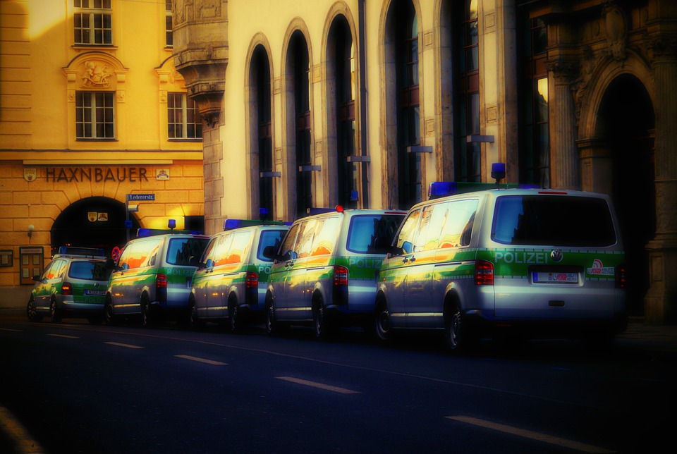 police-cars-280115_960_720.jpg