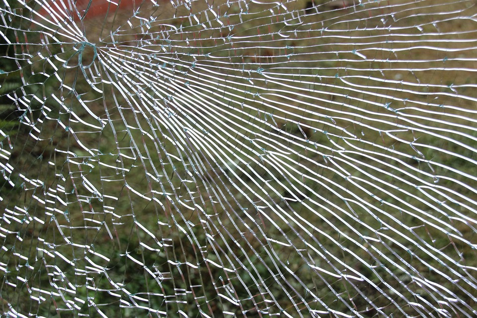 cracked glass-446857_960_720.jpg