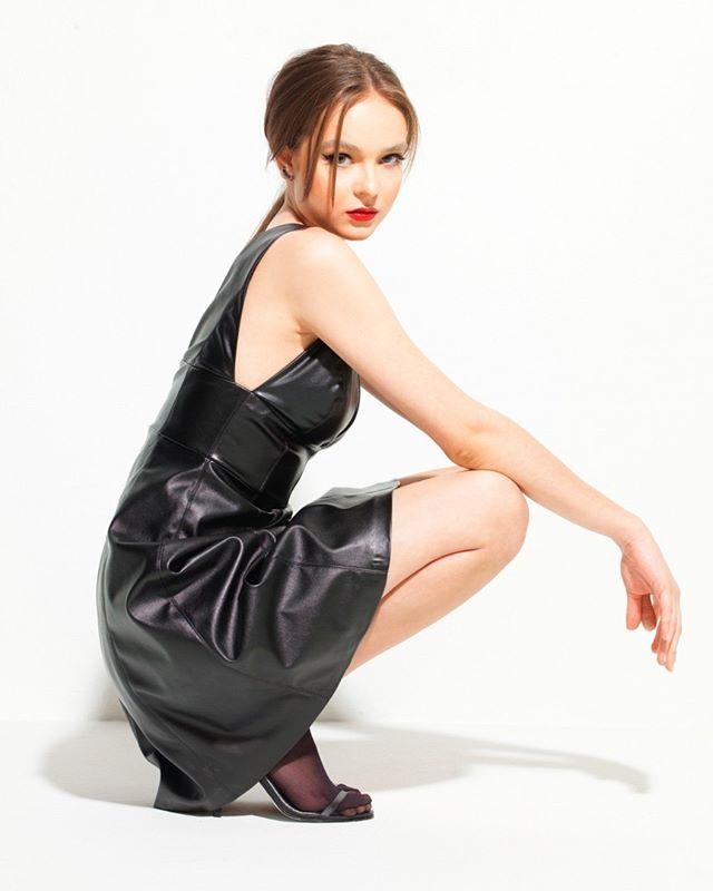 A CZARNY é uma linha de peças pretas #poderosas da estilista Karina Kulig. Venha em nosso atelier conhecer de perto!