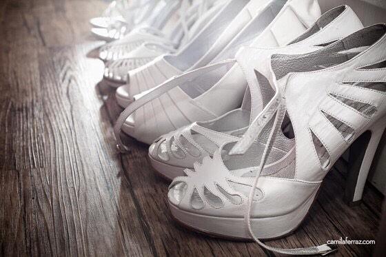 Levanta a mão quem é #louca por sapatos e A-M-A uma promoção.🙋🏻🙋🏼🙋🏽🙋🏾🙋🏿 📷 @camilaferraz