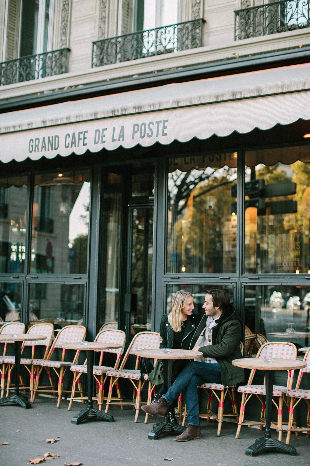 engagement-session-laurine-&-maxime-paris-wedding-photographer-couple-coffee-bistro-©-saya-photography-studio-ohlala-