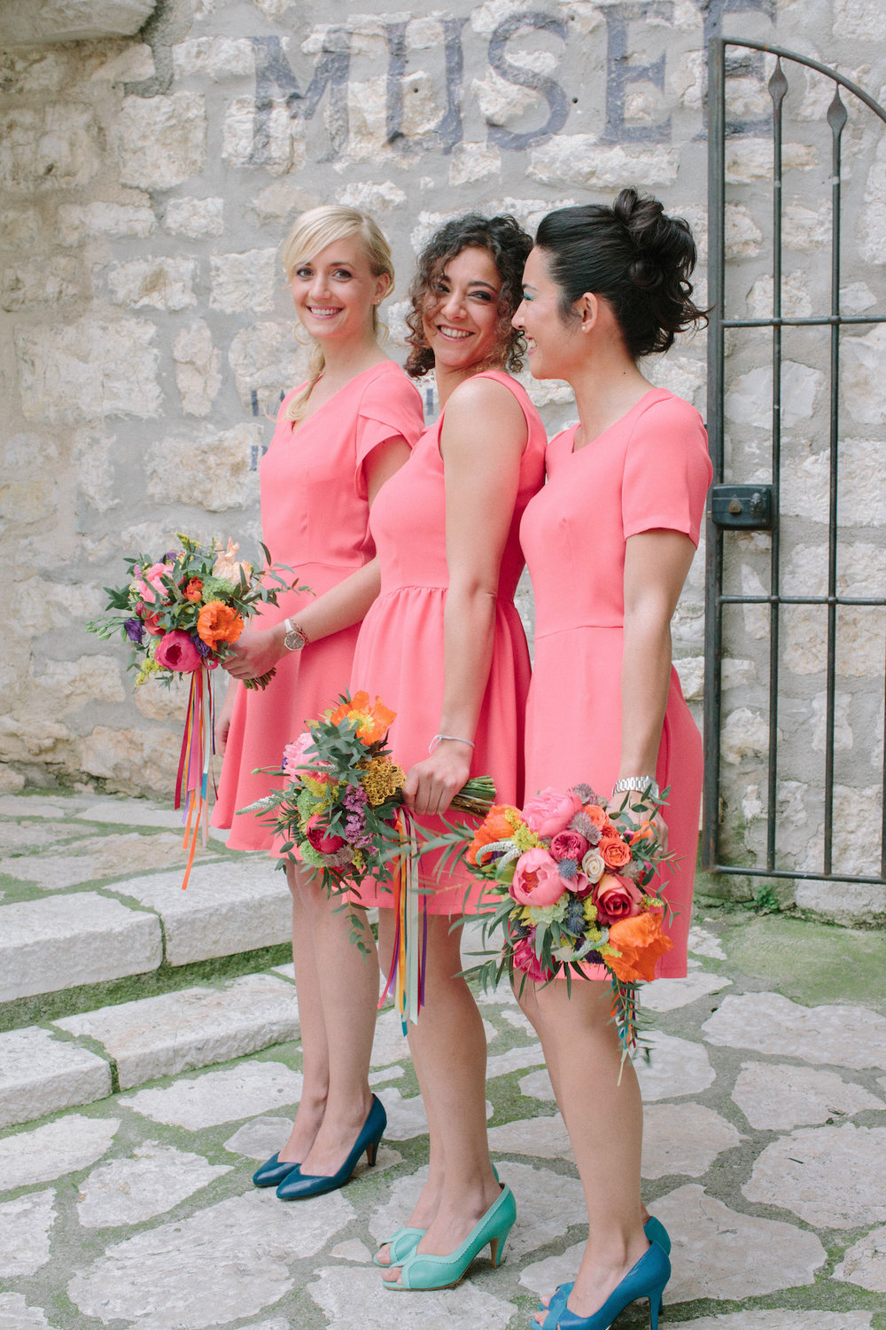 elopement-colorful-©-saya-photography-wedding-photographer-photographe-mariage-saint-paul-vence-rock-my-love-studio-ohlala-french-riviera-dress-bridesmaid-atelier-charlotte-auzou-shoes-alix-de-la-forest