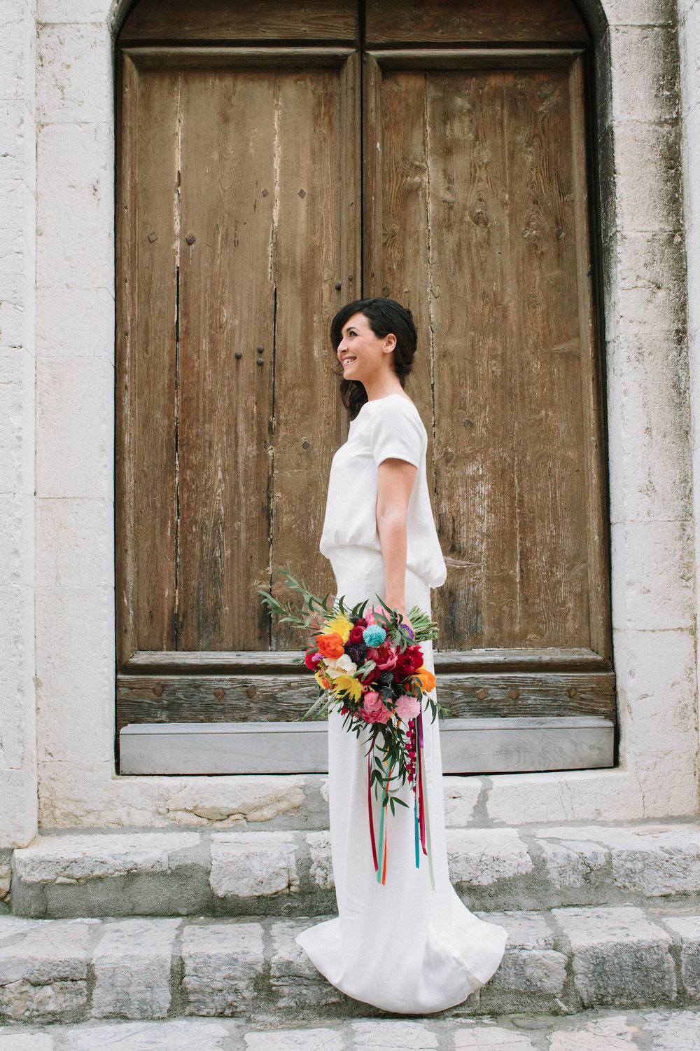elopement-colorful-©-saya-photography-wedding-photographer-photographe-mariage-saint-paul-vence-rock-my-love-studio-ohlala-french-riviera-dress-bride-carnet-de-mariage