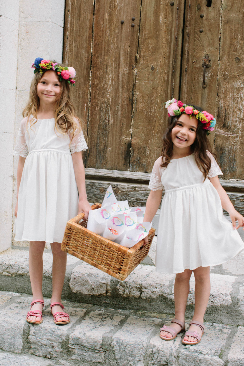 elopement-colorful-©-saya-photography-wedding-photographer-photographe-mariage-saint-paul-vence-rock-my-love-studio-ohlala-french-riviera-les-petits-inclassables-flower-girls