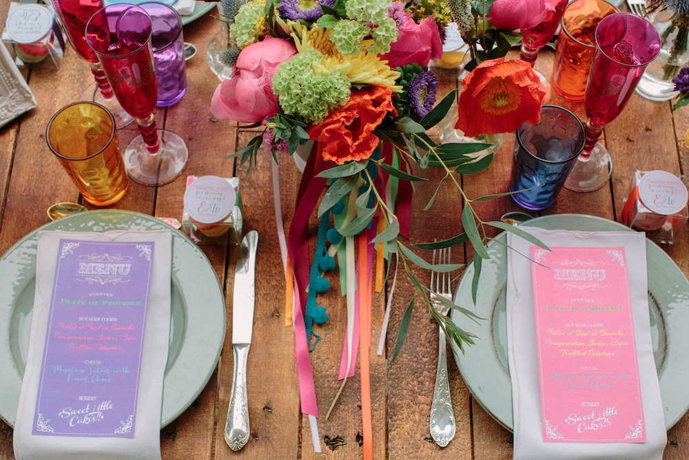 elopement-colorful-©-saya-photography-wedding-photographer-photographe-mariage-saint-paul-vence-rock-my-love-studio-ohlala-french-riviera-table-diner-set-up