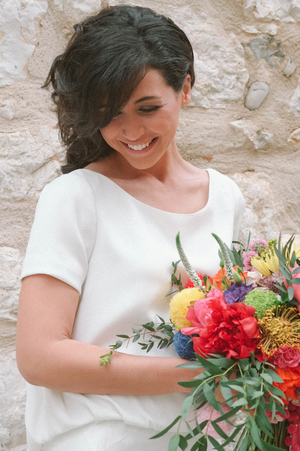 elopement-colorful-©-saya-photography-wedding-photographer-photographe-mariage-saint-paul-vence-rock-my-love-studio-ohlala-french-riviera-bride-bouquet-bridal