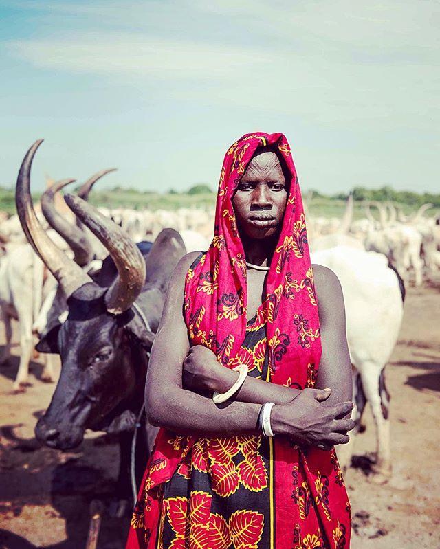 Traditional contemporary - #Terekeka #terkeka #Mundari #mundariland #southsudan #southsudanese #cattlefarm #everydayafrica #everydaysouthsudan #africa #africangirl #africanstyle #blackisbeautiful #life #culture #red #black #wealth #livelihood #houseofbany #slay #slayed #slaying #slayingafricans #madeinafrica (c) #charlesatikilomodong