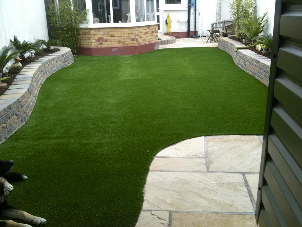 small garden lawn design