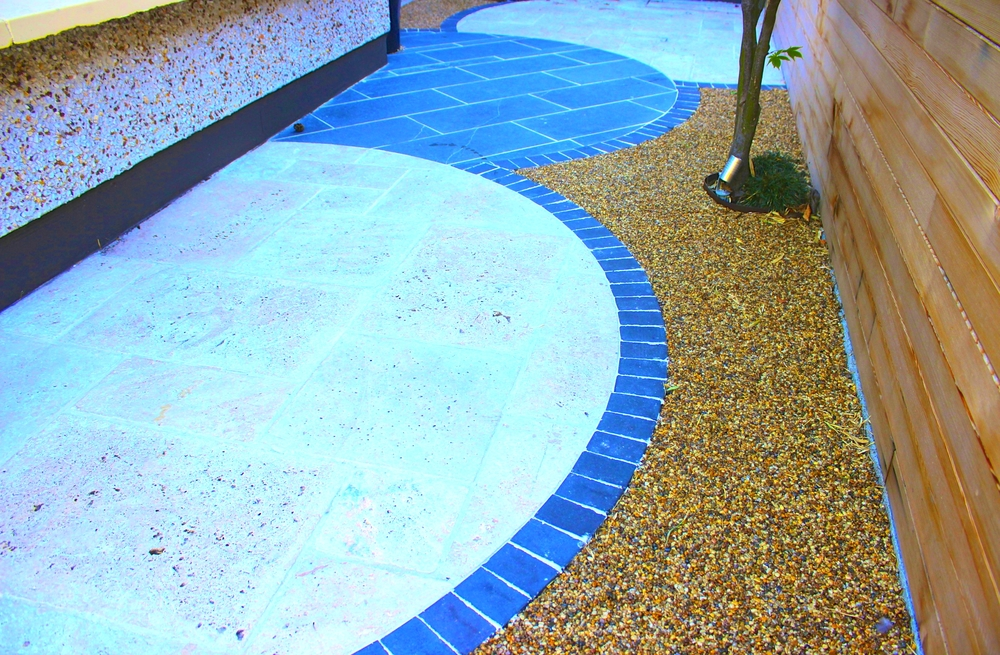 Paving circles and Resin bond