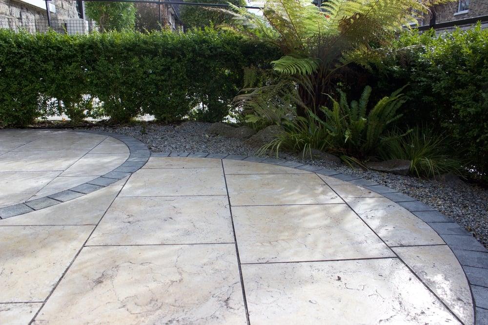 travertine circles paving garden design.jpg