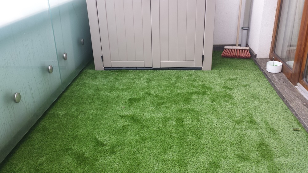 TigerTurf artificial grass on Balcony apartment