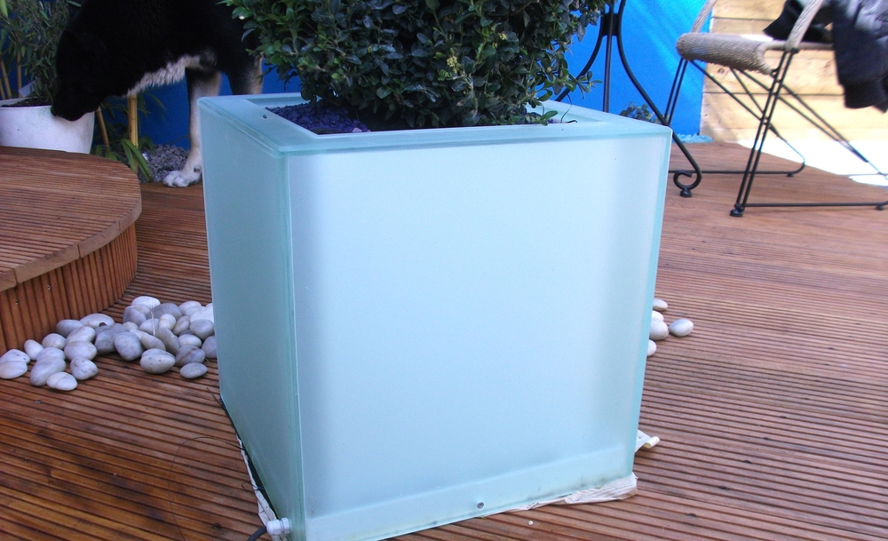 Light cube planter
