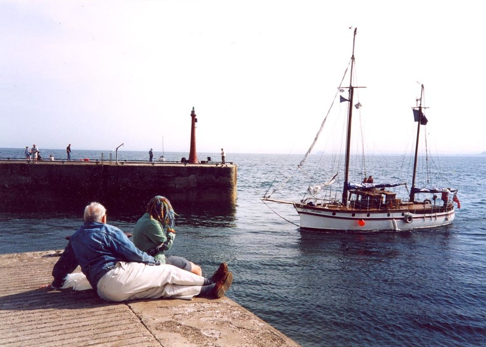 Harry and Georgia - Boats arriving for the Anster Yacht Muster 2002