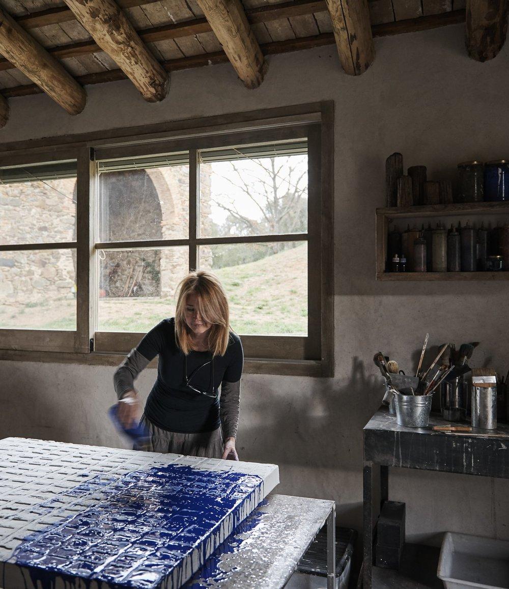 painter-adalina-coromines-at-work.jpg