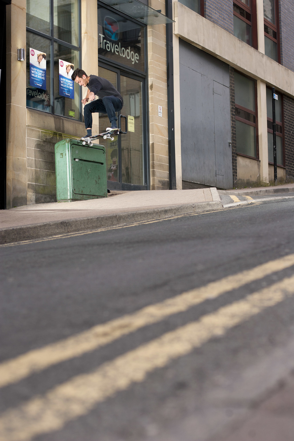 Tom Harrison - frontside tailslide