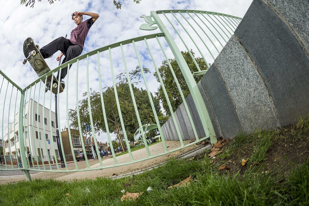 Tom Knox - frontside boardslide