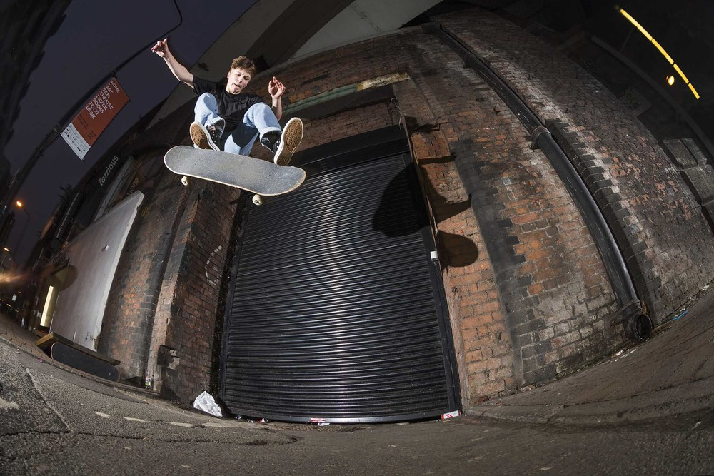 Matlok Bennett-Jones - kicker kickflip