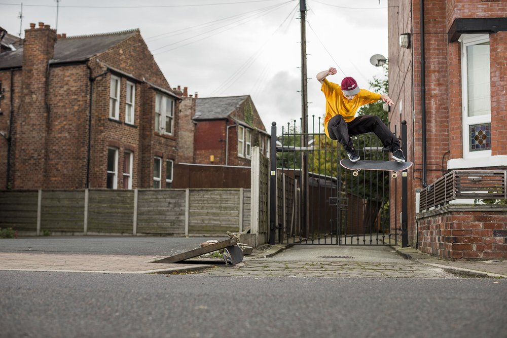 Dom Henry - switch kickflip